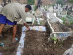 jenazah-terduga-teroris-sumut-dimakamkan_20170629_090502.jpg