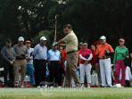 jusuf-kalla-bermain-golf_20180812_085653.jpg