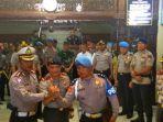kapolri-berikan-penghargaan-kepada-dua-polisi-riau-yang-tembak-teroris_20180517_122240.jpg