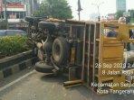 kecelakaan-lalu-lintas-dialami-sebuah-truk260920201.jpg