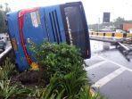 kecelakaan-tunggal-bus-damri-di-tol-sedyatmo1.jpg