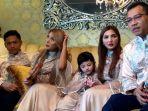 keluarga-anang-hermansyah-merayakan-idul-adha-di-vila-cinere-mas-3_20180822_114724.jpg