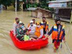 kepala-bpbd-kabupaten-bekasi-saat-meninjau-lokasi-terdampak-banjir-di-cikarang.jpg