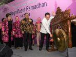 ketua-dpr-bamsoet-saat-membuka-pasar-murah-dan-bazar_20180604_143058.jpg