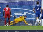 kiper-liverpool-alisson-becker-mampu-menepis-tendangan-penalti-pemain-chelsea-jorginho.jpg