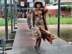 koleksi-indonesia-fashion-week-2020-diperagakan-jumpers_002.jpg
