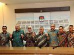 komisioner-komisi-pemilihan-umum-kpu-berfoto-bersama.jpg
