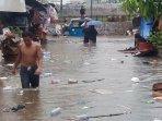kondisi-jalan-petamburan-v-yang-terendam-banjir012.jpg