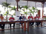 konferensi-pers-di-pantai-mutiara-jakarta-utara-rabu-16122020.jpg