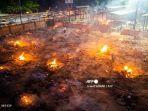korban-virus-corona-di-india-dibakar-dengan-kayu-bakarb.jpg