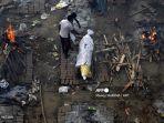 korban-virus-corona-di-india-dibakar-dengan-kayu-bakard.jpg