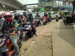 lalu-lintas-dari-kampung-melayu-ke-manggarai-tersendat_20171103_110718.jpg