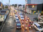 lalu-lintas-di-persimpangan-jalan-otista-raya.jpg