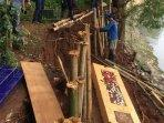 lima-makam-di-pemakaman-pangeran-jayakarta-amblas270201.jpg