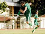 mahmoud-eid-mengontrol-bola-sebelum-melepaskan-tembakansaat-sesi-latihan.jpg
