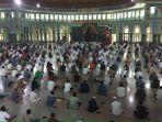 masjid-raya-al-azhom-kota-tangerang-kembali-adakan-sholat-jumat.jpg