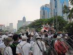 massa-demonstran-penuhi-patung-kuda-arjuna-wiwaha-gambir.jpg