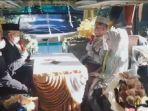 media-sosial-diramaikan-dengan-viralnya-video-pasangan-pengantin-menikah-di-dalam-bus.jpg