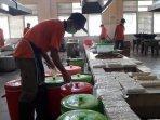 memasak-ribuan-porsi-katering-calon-jemaah-haji-hanya-punya-waktu-2-jam-saja3.jpg