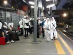 menunggu-kereta-commuter.jpg