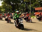 mitra-driver-gosend-bersama-dengan-armada-distribusi-lain-seperti-pt-pos-indonesia-bansos.jpg