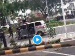 mobil-ambulans-dikejar-dan-ditembak-aparat-kepolisian141020201.jpg