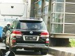 mobil-berpelat-b-1-uno-menerobos-jalur-transjakarta_20171220_173224.jpg