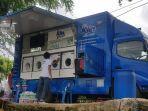 mobil-cuci-so-klin-hadir-membantu-mencuci-baju-para-korban-banjir.jpg