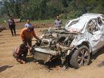 mobil-honda-crv-yang-mengalami-kecelakaan-terjun-ke-jurang-sedalam-100-meter_20181021_090449.jpg