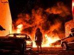 mobil-mobil-dibakar-dalam-rusuh-minneapolis.jpg