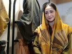 nagita-slavina-dengan-scraft-diario-di-jakarta-fashion-week-jfw_002.jpg