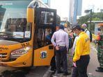 operasional-bus-sekolah-saat-mengantarkan-penumpang-di-stasiun-sudirman.jpg