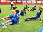 para-pemain-bhayangkara-fc-saat-berlatih-di-stadion-ptik-1.jpg