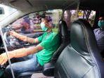 partisi-plastik-dipasang-di-taksi-online.jpg