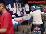 pedagang-kaki-lima-baju-muslim-di-trotoar.jpg