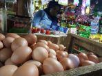 pedagang-telur-di-pasar-serpong-tangerang-selatan-senin-2942019.jpg