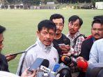 pelatih-timnas-indonesia-u-23-indra-sjafri-saat-diwawancarai-seusai-latihan-di-lapangan-g-senayan.jpg