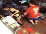 pelecehan-wanita-pria-raba-pantat-pelayan-restoran_20180720_112754.jpg
