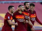 pemain-as-roma-merayakan-gol.jpg