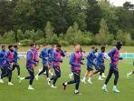 pemain-timnas-inggris-tengah-menjalani-sesi-latihan-jelang-laga-kontra-jerman-di-babak-16-besar.jpg