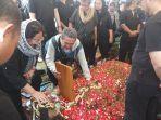 pemakaman-ade-irawan1.jpg
