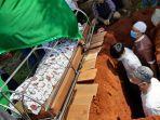 pemakaman-etjih-sukaesih-63-di-tempat-pemakaman-umum-tpu-kalisari.jpg