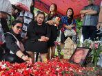 pemakaman-johny-indo2.jpg