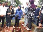 pemakaman-korban-tawuran-pelajar-3_20180814_141816.jpg