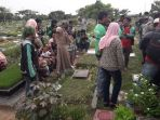 pemakaman-saripah-korban-begal-di-tpu-budi-darma_20180705_144649.jpg