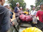 pembagian-logistik-serta-kegiatan-laskar-kemanusiaan-fpi-untuk-korban-banjir-di-barabai.jpg