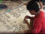pembuatan-gelang-jemaah-haji_20170803_155231.jpg