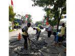 pemerintah-kota-tangerang-memperbaiki-jalan-yang-rusak-berat.jpg