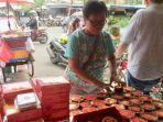 penjual-kue-keranjang-di-petak-sembilan-2_20180214_082447.jpg
