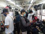 penumpang-dalam-gerbong-kereta1.jpg